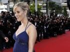 Reese Witherspoon desfila barrigão em Cannes