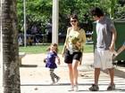 Débora Falabella esquece o estresse de 'Avenida' e curte sábado em família