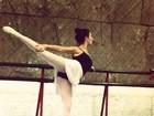 Isis Valverde faz aula de balé