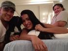Gracy posta foto com cachorrinho e com o marido Belo: 'Família feliz'