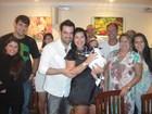 Ex-BBB Priscila comemora um mês do filho e aniversário de casamento