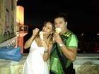 David Brazil posa com Sabrina Sato em ponto turístico de Salvador