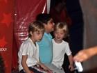 Filhos de Angélica e Huck vão a evento infantil com seguranças e babá