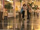 Fernandas - mãe e filha, passeiam em shopping do Rio