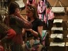 Sophie Charlotte aparece loura durante passeio em shopping no Rio