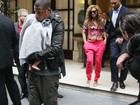 Acompanhado de Beyonc, Jay-Z protege a filha dos flashes na Frana