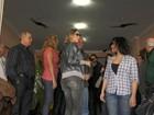 Luana Piovani vai ao enterro da filha de Oscar Niemeyer