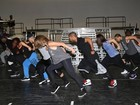 Jennifer Lopez faz ensaio com bailarinos para shows no Brasil