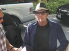 Charlie Sheen tem ataque de fúria em partida de hóquei nos EUA