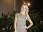 Fiorella Mattheis usa vestido curtinho para ir a festival de cinema no Ceará