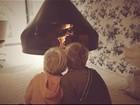 Angélica posta foto dos filhos se aquecendo na lareira de casa