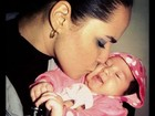 Perlla beija a filha em foto no Twitter: 'Não perco um culto com minha mãe'