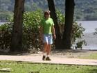 Alexandre Borges se exercita no Rio e dá tchauzinho para paparazzo