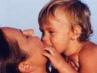 Luiza Brunet mata as saudades do filho criança