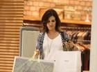 Fátima Bernardes faz compras em shopping no Rio