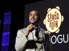 Diogo Nogueira canta em inauguração de espaço que leva o nome do pai