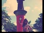 Quer casar? Sabrina Sato mostra foto ao lado de Santo Antônio