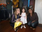 Ingrid Guimares leva a filha a exposio no Rio