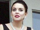 Vestida como Liz Taylor, Lindsay Lohan fuma em set de filmagens
