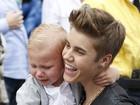 Ô, dó! Irmão mais novo de Justin Bieber cai no choro em prêmio de música