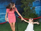 Filha de Alessandra Ambrósio rouba a cena em première de filme