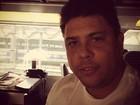 Com cara de sono, Ronaldo elogia trem de luxo em Paris