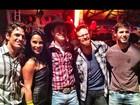 Kelly, Fael e Jonas, do 'BBB 12', se reencontram em São Paulo