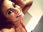 Decotada, Alinne Rosa brinca: 'Segura cabeça pra não perder o juízo'