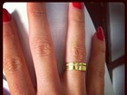 Ex-BBB Adriana posta foto da aliança e diz: 'Não sei parar de te olhar'