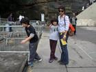 Maria Ribeiro leva os filhos para ver exposição da Rio+20