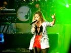 Demi Lovato faz cover de Chris Brown em show
