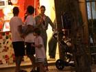 Luana Piovani leva o filho a sorveteria