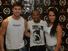 Ex-BBBs Kelly e Jonas tietam Thiaguinho antes de show 