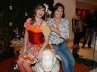 Vestida de caipira, Lívia Andrade comemora aniversário