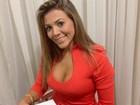 Ex-BBB Fabiana assina contrato para ensaio nu