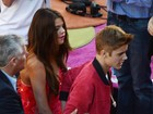 Bieber acompanha Selena Gomez em première de filme de Katy Perry
