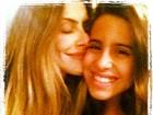 Cleo Pires 'dá um cheiro' na irmã e posta foto no Twitter