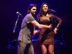 Cintura fina de Paula Fernandes arranca elogio de Juanes em show