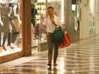 Carolina Dieckmann passeia em shopping na Zona Sul do Rio