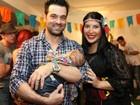 Ex-BBB Priscila Pires leva o filho a festa junina no Rio