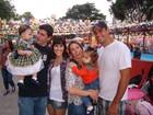 Fernanda Pontes e Dani Monteiro levam suas filhas para festa junina