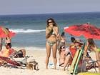 Nívea Stelmann curte praia no Rio