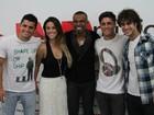 Bruno Gissoni vai com a namorada a show de Alexandre Pires no Rio
