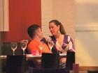 Claudia Raia tem noite romântica com o namorado no Rio