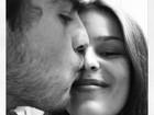 Yasmin Brunet ganha beijo do namorado