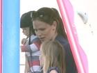 Jennifer Garner leva o pequeno Samuel a parque nos Estados Unidos