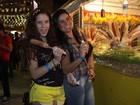 Sempre decotada, Solange Gomes vai à festa junina do Retiro dos Artistas