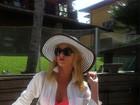 Em seu blog, Val Marchiori aconselha Vivi Araújo a fazer lipoaspiração