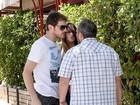 Casillas e Sara Carbonero brigam com paparazzo ao sair de restaurante