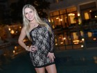 Ex-BBB Renata curte festa em hotel de luxo no Rio